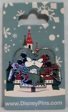 Disney 2016 Christmas Holiday Mickey & Minnie Kissing & Skating Pin NEW CUTE