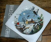 Wedgwood Collectors Christmas Plate Arrival of the Carols Singers Boxed 23cm
