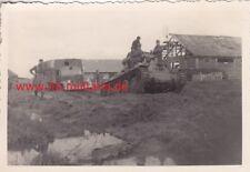 Foto Wehrmacht Deutscher Panzer schleppt Opel Blitz ab. Rasputiza. Ostfront.