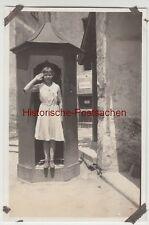 (F12350) Orig. Foto Salzburg, Hohensalzburg, junge Frau im Wachhäuschen, Trompet