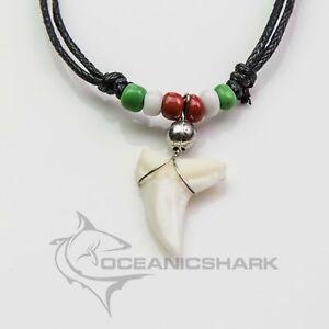 ITALIA colore collana con denti di squalo c146