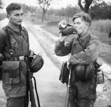 WW2 Photo WWII German Fallschirmjäger Break Time  World War Two Wehrmacht / 2440