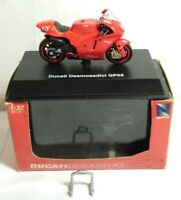 NEW RAY 1:32 SCALE DIECAST DUCATI DESMOSEDICI GP05 MOTORBIKE - BOXED - #06556