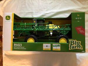 1:16 John Deere R4023 Self Propelled Sprayer. BIG Farm Series. 46696. NIB