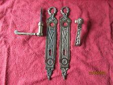 ancienne paire de pognées de porte bronze  collection décoration art populaire