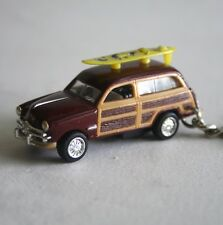 Kinsmart 1949 Ford Woody Wagon with Surfboard on Top Key Chain 1:82