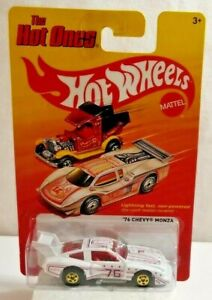 MATTEL HOT WHEELS THE HOT ONES - 1976 CHEVY MONZA - W0282 - SEALED BLISTER PACK