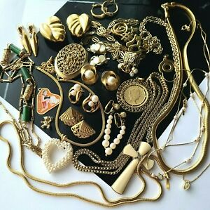 Vintage Gold Tone Jewelry Lot Many Signed Sarah Cov Monet Trifari Park Lane Avon