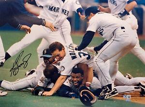 KEN GRIFFEY JR. AUTOGRAPHED 16X20 PHOTO MARINERS 1995 DOGPILE BECKETT 196959