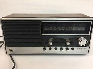 Lloyds AM FM Radio vintage Model  RR-8609 Finish Polystyrene Works