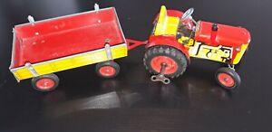 Angeboten wird ein Altes Blechspielzeug (Traktor mit Anhänger) Funktions tüchtig