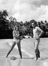 PHOTO N&B JAMES BOND 007 - URSULA ANDRESS & SEAN CONNERY  FORMAT 20X27 CM