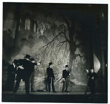 Photo vers 1950 - Le duel / armes à feu / théâtre