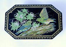 Boite peinte en bois à pans coupés, décor oiseaux origine inde.