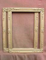 Paire de cadres de style Restauration - XIXe siècle - feuillures : 62 x 46,5 cm