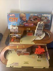 Vintage 1979 Mattel Hot Wheels City Sto & Go Fold-up Playset Car Track w/ Box