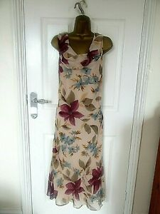 """Fashion Debut Size 18 Lined Chiffon Beaded Dress in a Floral mix bust 46"""""""