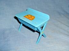 NW20 - VINTAGE / ANTIQUE RENWAL 122 DOLLHOUSE BABY CHANGING TABLE, BATH - 1940's