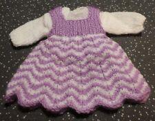 """Hand Knitted Laine poupées robe et pull 12"""" - 14"""" Poupée Environ Violet Blanc"""