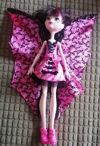 Monster High Ghoul To Bat Draculaura Transforming Doll