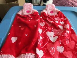 2 HANDMADE CROCHETED TOP HANGING KITCHEN  TOWELS    HEARTS