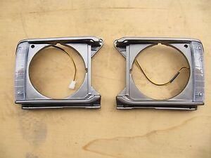HEADLIGHT DOOR BEZEL LIGHT CASE SURROUND for TOYOTA HILUX 1979 RN30
