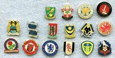 16 verschiedene englische Fussball-Pins