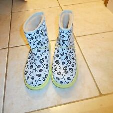 UGG Australia Womens Boots Size 6 Skull and Cross Bones I Love Ugg NWOB