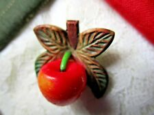 6284 – Marion Weeber (or Type) Realistic Red Apple, Leaves, Stem Vintage Button