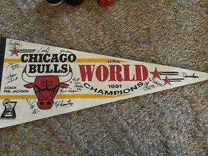 Vintage Pennant 1991 CHICAGO BULLS NBA BASKETBALL WORLD CHAMPIONS Facsimile auto