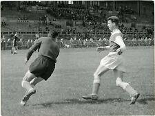 PHOTO Stade Gerland LYON match de foot FOOTBALL joueurs en action vers 1950