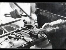BIOT (06) SOUFFLEUR de VERRE , VERRIER M. Eric ELGHERABLI au Travail en 1974
