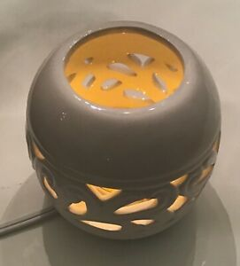 White Ceramic Electric Diffuser & Atomizer Scented Candle Scroll Inlay Design