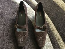 Ecco Ladies Brown Suede Heeled Mary Jane Shoes Size 40 / 7. Great Condition.