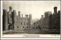 ~1910/20 Hampton Court Palace Corner of Base Court AK, alte Postkarte