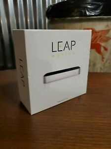 Leap Motion LM-010 Controller - Silver - Hand Tracking w/ VR capabilities