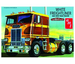 1:25 Scale White Freightliner Prime Mover - Model Truck Kit
