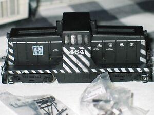 BOXED SPECTRUM 44 TON HO DIESEL SWITCHER SANTA FE-ZEBRA STRIPE 464 ITEM #80026 R