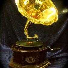 Grammophon, alter Schallplattenspieler,wie antik, Omas Grammofon