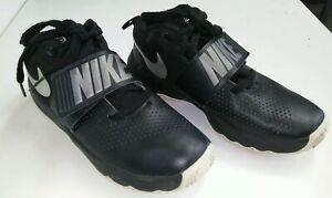 Nike team hustle D8 GS Boys Black Silver Basketball Shoes US 6Y , UK 5.5 , 38.5