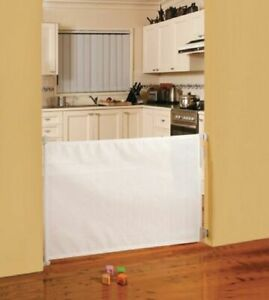 Dreambaby Retractable Gate Hardware Mounted Fits Up To 140cm