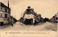 CPA   Mantes-sur-Seine - La Rue du Chemin-de-Fer et la Route de Rosny (359576)
