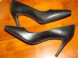 Michael Kors Dorothy Flex Pump Size 7.5 Black