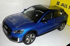Paudi 1:18 Audi Q2 blauw nieuw in Audi dealer doos