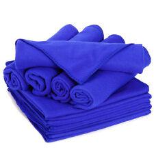 Accessori e tessuti blu senza marca per il bagno