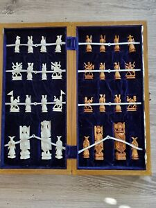 Amazing Detail Vintage Hand Carved Ivory Colored Chess Set Game Wood box board