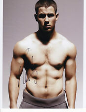 GAY INT SHIRTLESS NICK JONAS SIGNED IN PERSON 8X10