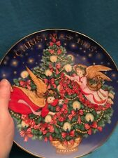 collector plate Avon 1995 Trimming the Tree Peggy Toole Angels with tree