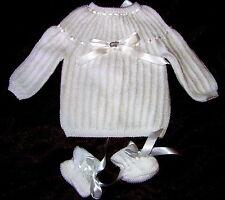 cadeau naissance brassiere bébé blanc tricotée main + chaussons 1/3 MOIS