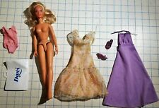 Vintage 1970's Kenner DARCI Cover Girl Model Doll w/ several outfits & shoes